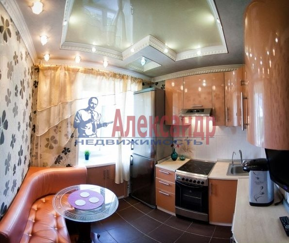 2-комнатная квартира (60м2) в аренду по адресу Бадаева ул., 6— фото 1 из 5