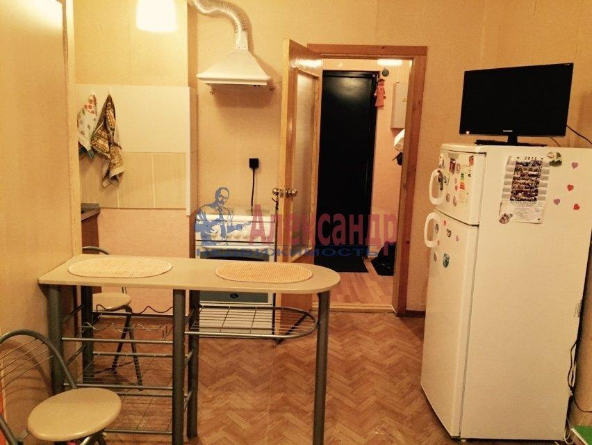 1-комнатная квартира (33м2) в аренду по адресу Васи Алексеева ул., 21— фото 2 из 5