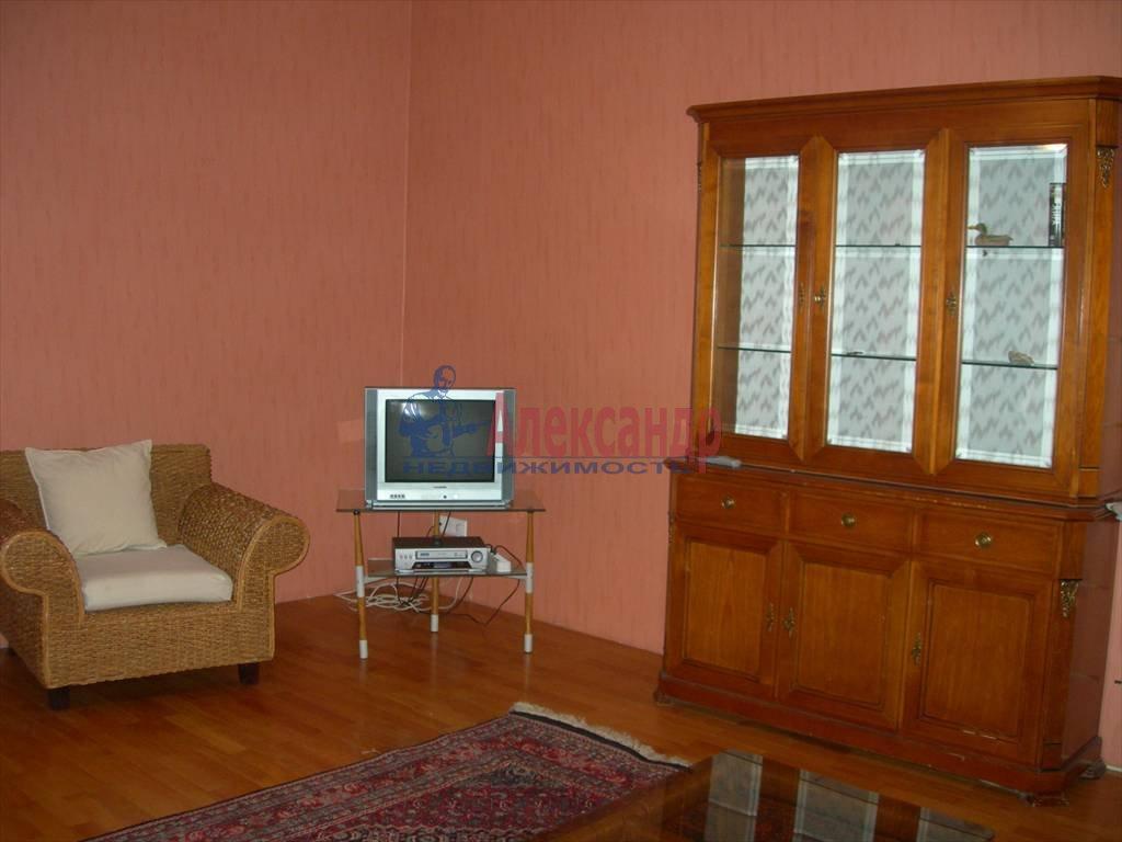 2-комнатная квартира (80м2) в аренду по адресу Маяковского ул., 1— фото 3 из 6