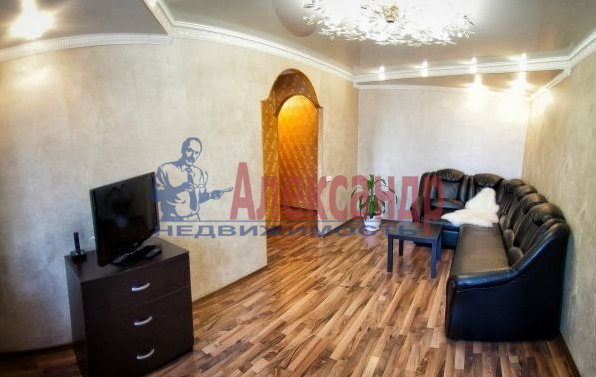 2-комнатная квартира (60м2) в аренду по адресу Бадаева ул., 6— фото 3 из 5