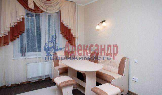 2-комнатная квартира (65м2) в аренду по адресу Бабушкина ул., 82— фото 2 из 9