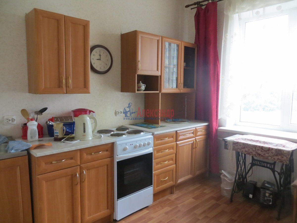 1-комнатная квартира (35м2) в аренду по адресу Карпинского ул., 33— фото 1 из 3