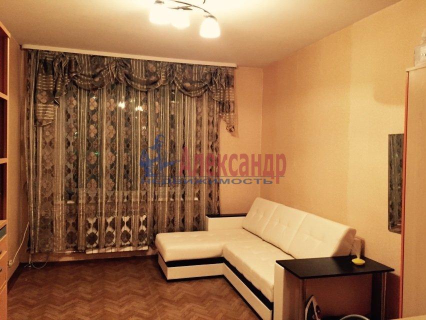 1-комнатная квартира (33м2) в аренду по адресу Васи Алексеева ул., 21— фото 1 из 5