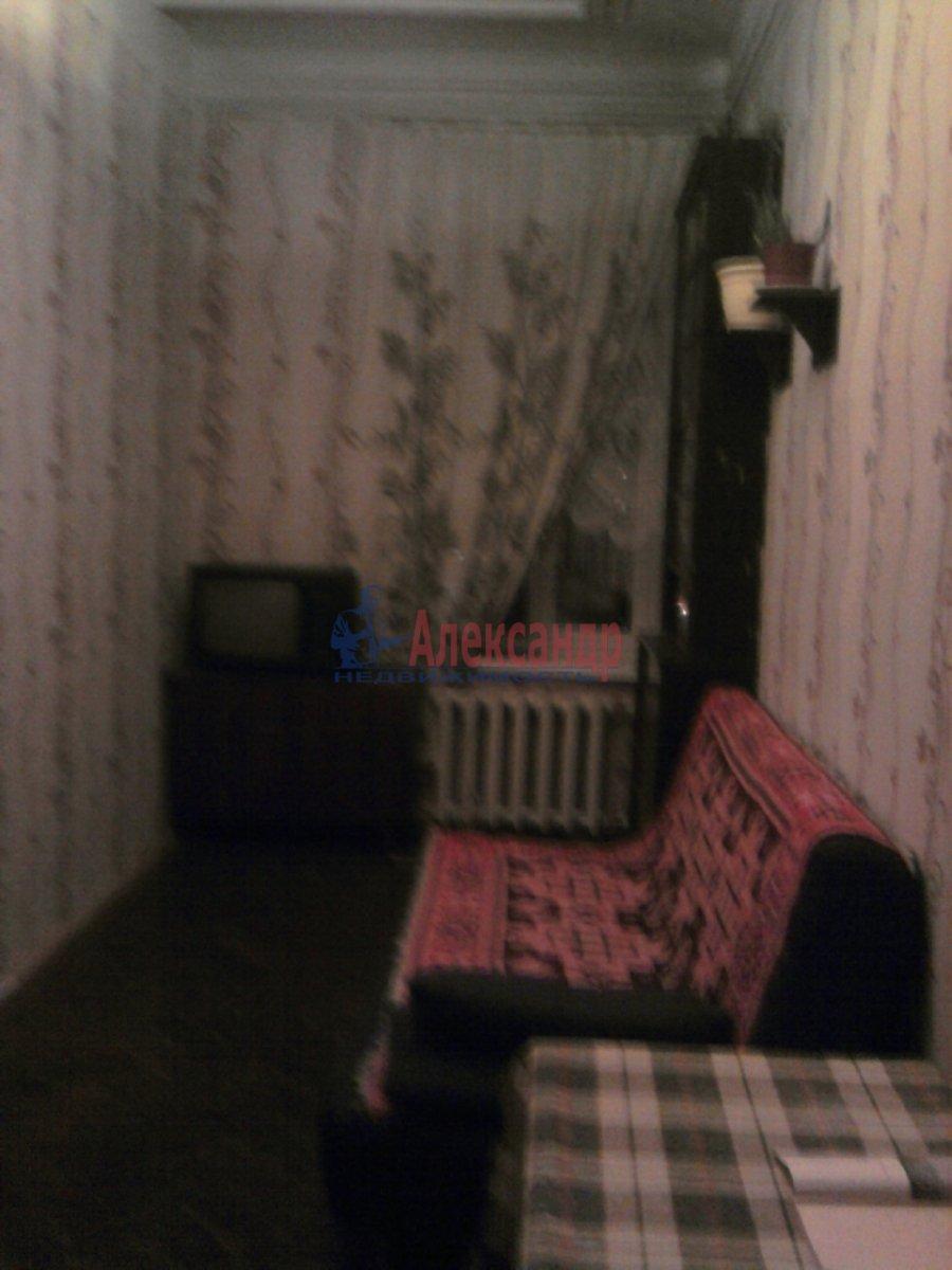 3-комнатная квартира (90м2) в аренду по адресу Кирочная ул., 30— фото 2 из 4