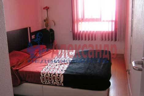 2-комнатная квартира (75м2) в аренду по адресу Графский пер., 8— фото 3 из 3