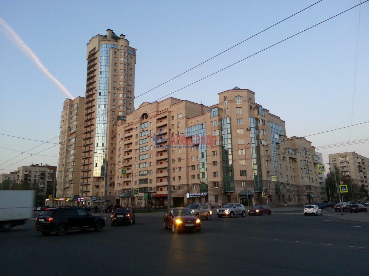 3-комнатная квартира (100м2) в аренду по адресу Ветеранов пр., 52— фото 1 из 11