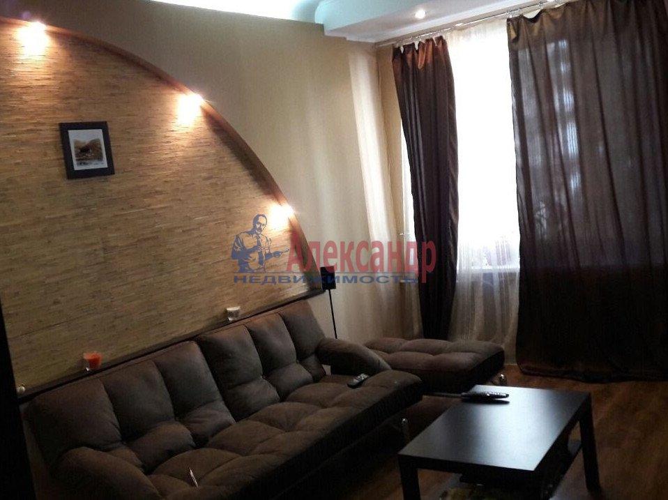 2-комнатная квартира (65м2) в аренду по адресу 1 Муринский пр., 94— фото 1 из 9