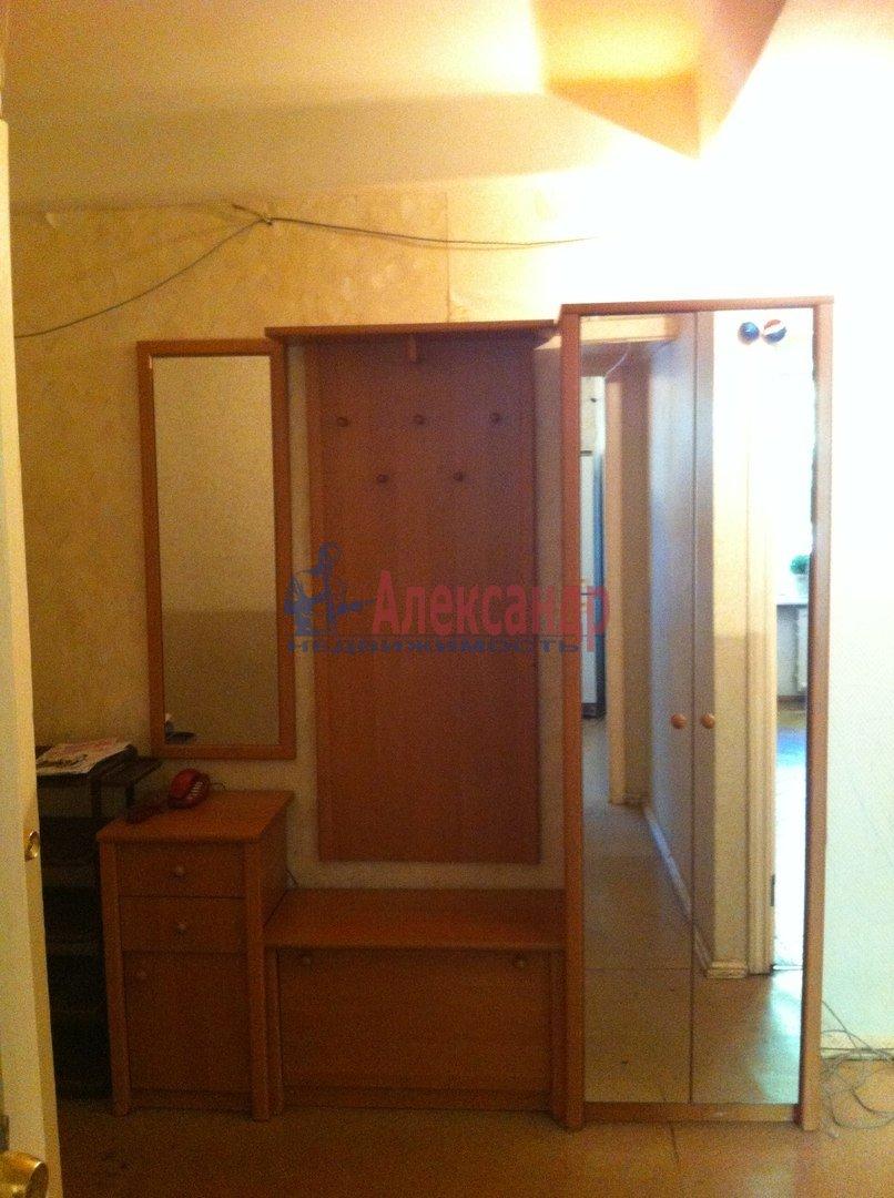 1-комнатная квартира (31м2) в аренду по адресу Шателена ул., 2— фото 2 из 2