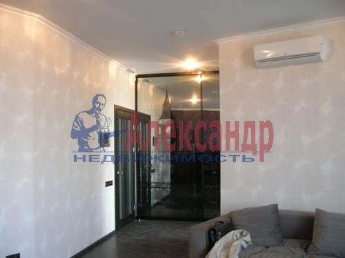 2-комнатная квартира (80м2) в аренду по адресу Коломяжский пр., 26— фото 4 из 10