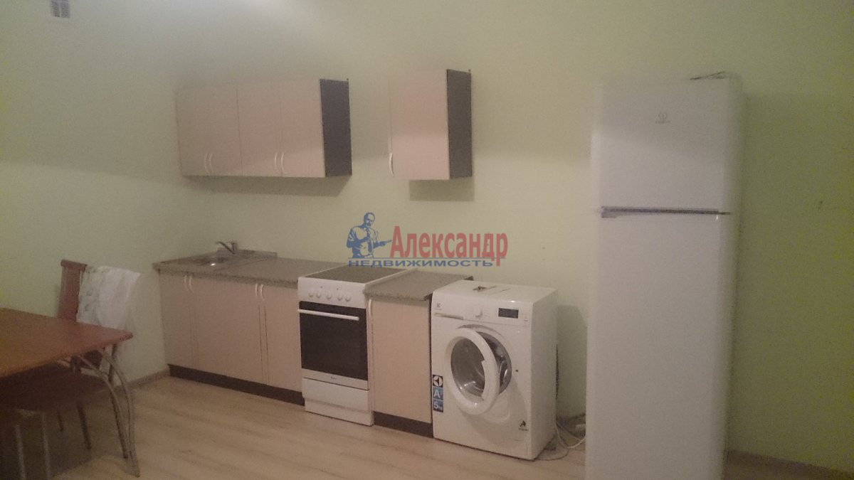 Комната в 3-комнатной квартире (96м2) в аренду по адресу Наличная ул., 36— фото 5 из 8