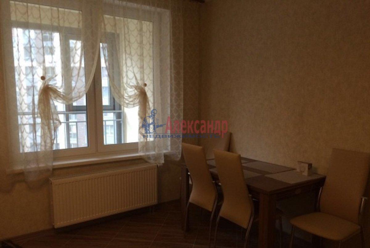 2-комнатная квартира (70м2) в аренду по адресу Просвещения пр., 15— фото 3 из 8