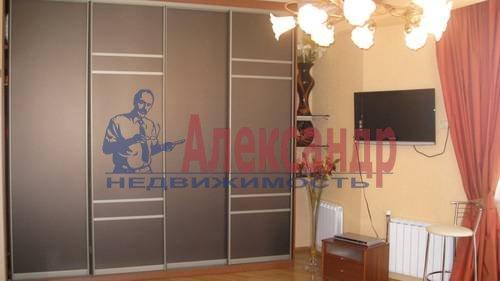 2-комнатная квартира (70м2) в аренду по адресу Мытнинская ул., 2— фото 5 из 12