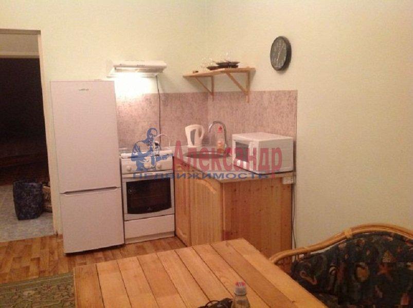 2-комнатная квартира (59м2) в аренду по адресу Новочеркасский пр., 32— фото 3 из 5