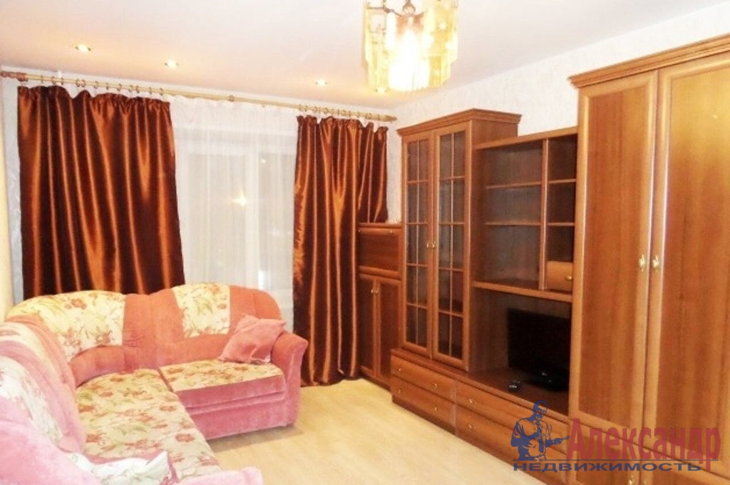 1-комнатная квартира (44м2) в аренду по адресу Большевиков пр., 38— фото 1 из 4