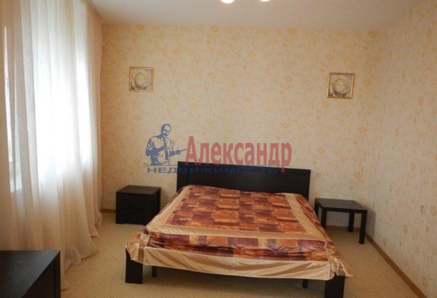 3-комнатная квартира (72м2) в аренду по адресу Славы пр., 51— фото 2 из 5