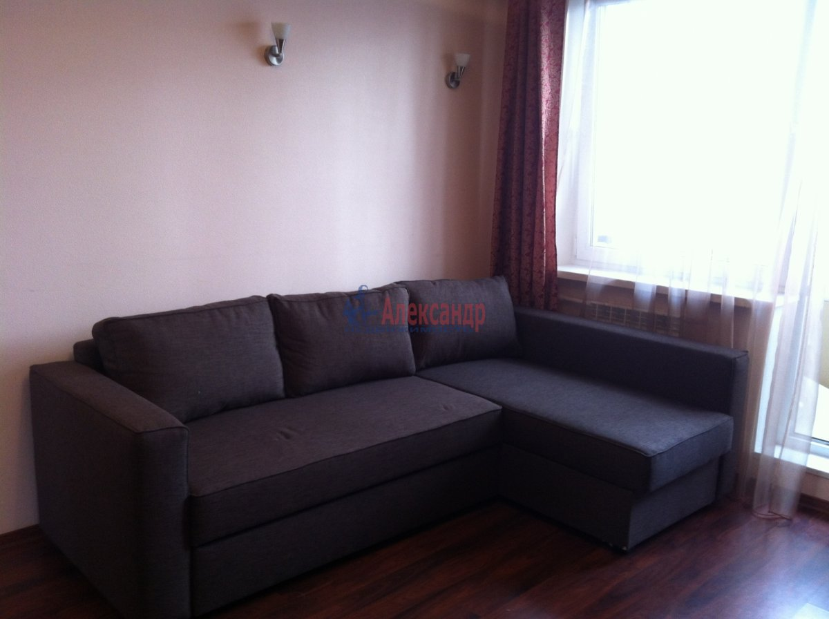 11-комнатная квартира (34м2) в аренду по адресу Комендантский пр., 29— фото 1 из 11