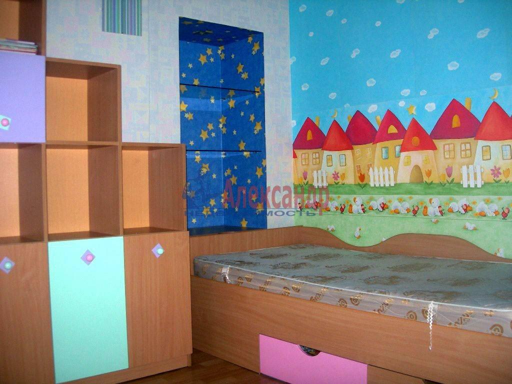 4-комнатная квартира (120м2) в аренду по адресу Суворовский пр.— фото 2 из 9