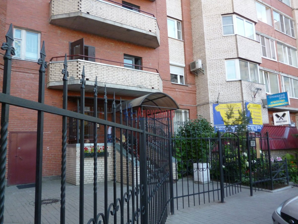 2-комнатная квартира (68м2) в аренду по адресу Комендантский пр., 12— фото 3 из 18