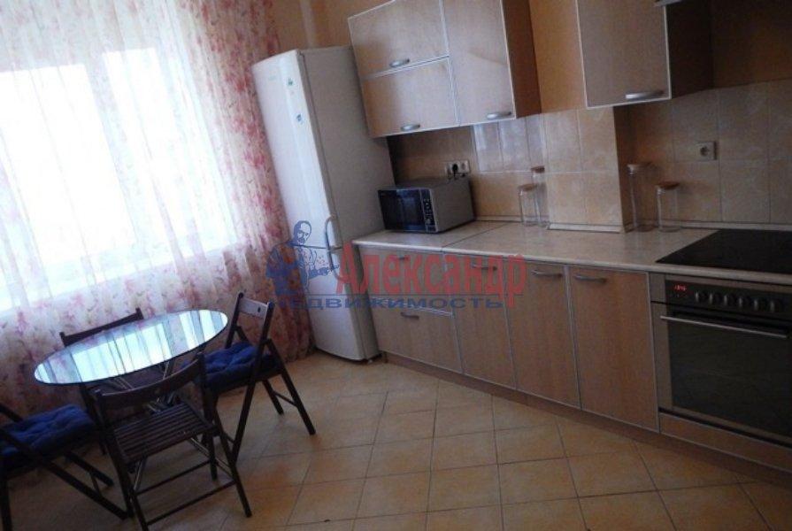 3-комнатная квартира (72м2) в аренду по адресу Славы пр., 51— фото 1 из 5