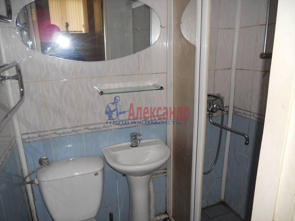 1-комнатная квартира (35м2) в аренду по адресу Комиссара Смирнова ул., 9— фото 2 из 5
