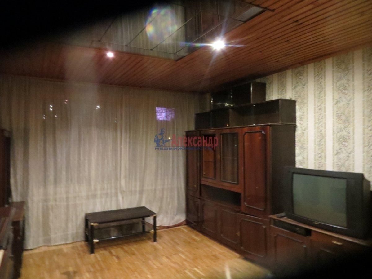 1-комнатная квартира (40м2) в аренду по адресу Ленсовета ул., 90— фото 1 из 4