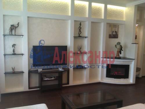 3-комнатная квартира (120м2) в аренду по адресу Композиторов ул., 4— фото 1 из 10