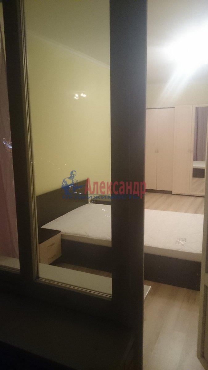 Комната в 3-комнатной квартире (96м2) в аренду по адресу Наличная ул., 36— фото 2 из 8