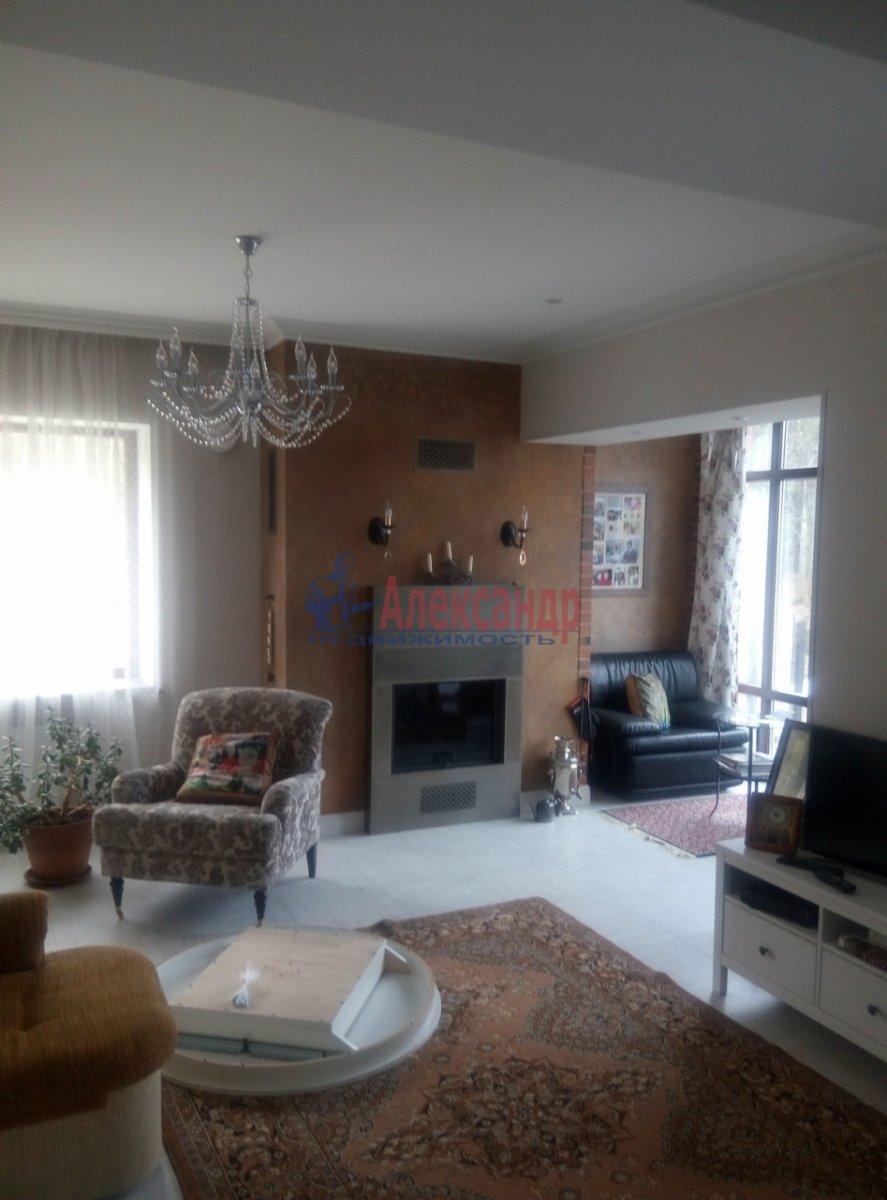 3-комнатная квартира (130м2) в аренду по адресу Солнечное пос., Нагорная ул., 2— фото 2 из 12