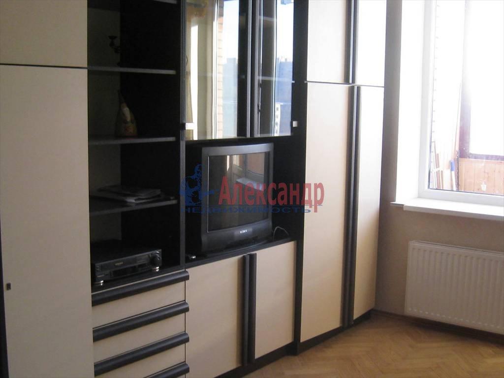 1-комнатная квартира (38м2) в аренду по адресу Брянцева ул., 15— фото 1 из 5