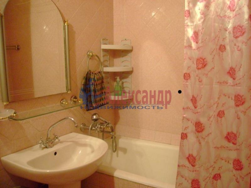 1-комнатная квартира (35м2) в аренду по адресу Брянцева ул., 28— фото 2 из 3