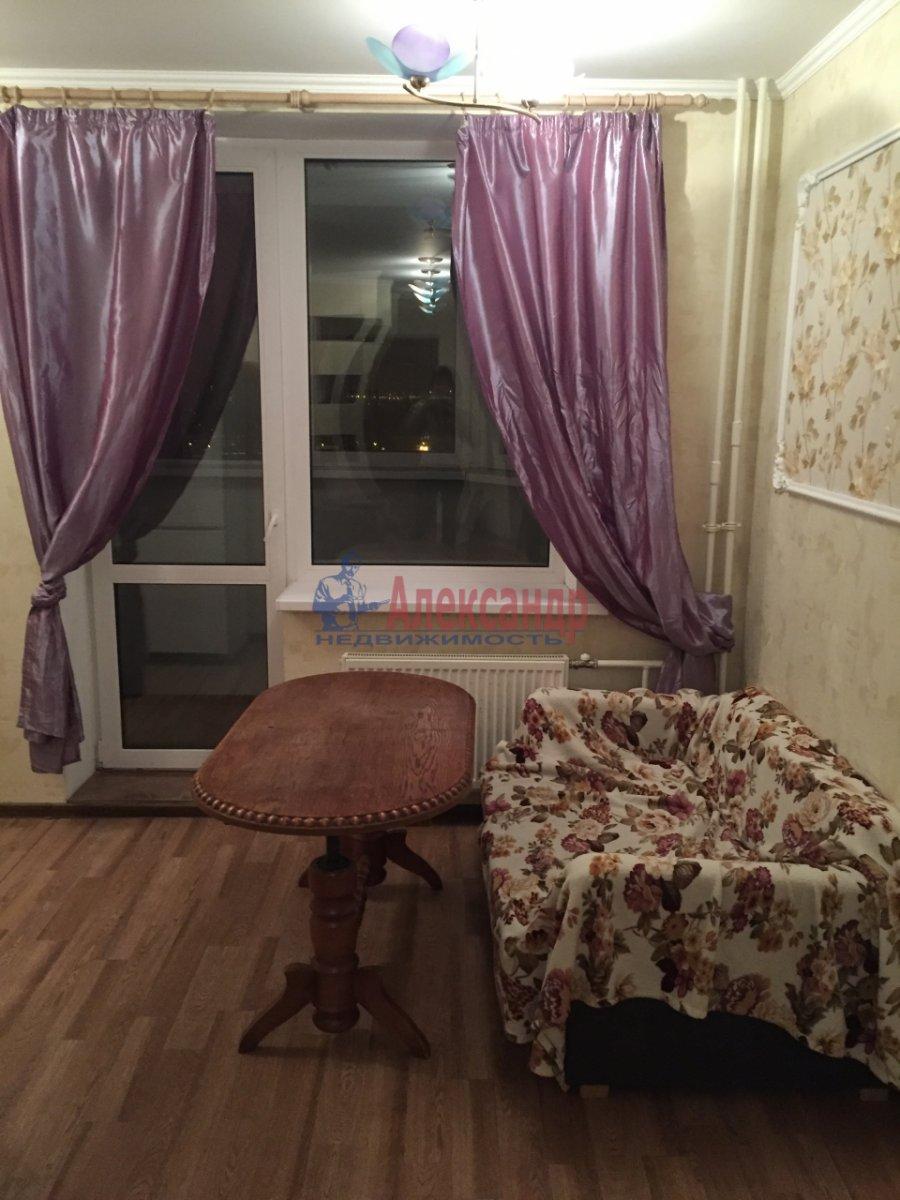 2-комнатная квартира (46м2) в аренду по адресу Шелгунова ул., 7— фото 4 из 16