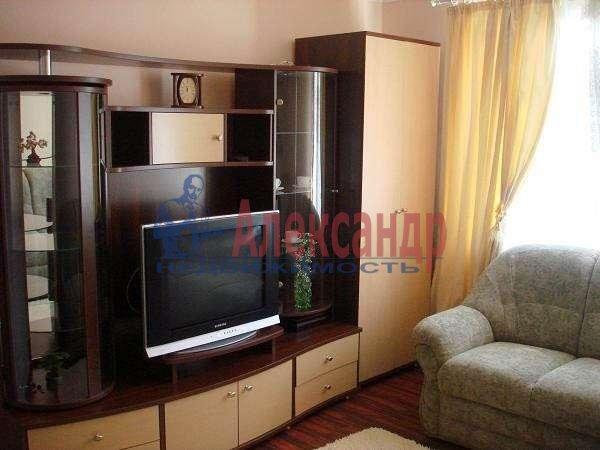 2-комнатная квартира (55м2) в аренду по адресу Шушары пос., Колпинское шос., 38— фото 1 из 4