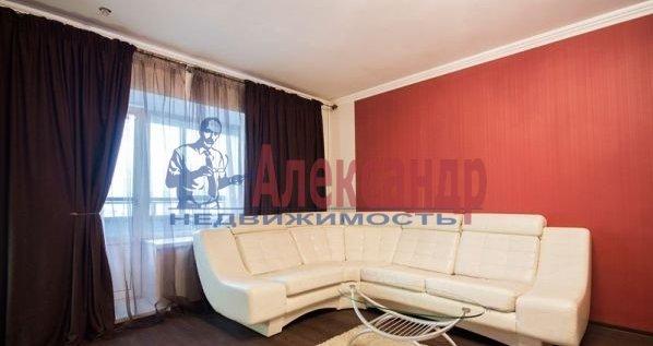 2-комнатная квартира (70м2) в аренду по адресу Большевиков пр., 7— фото 5 из 10