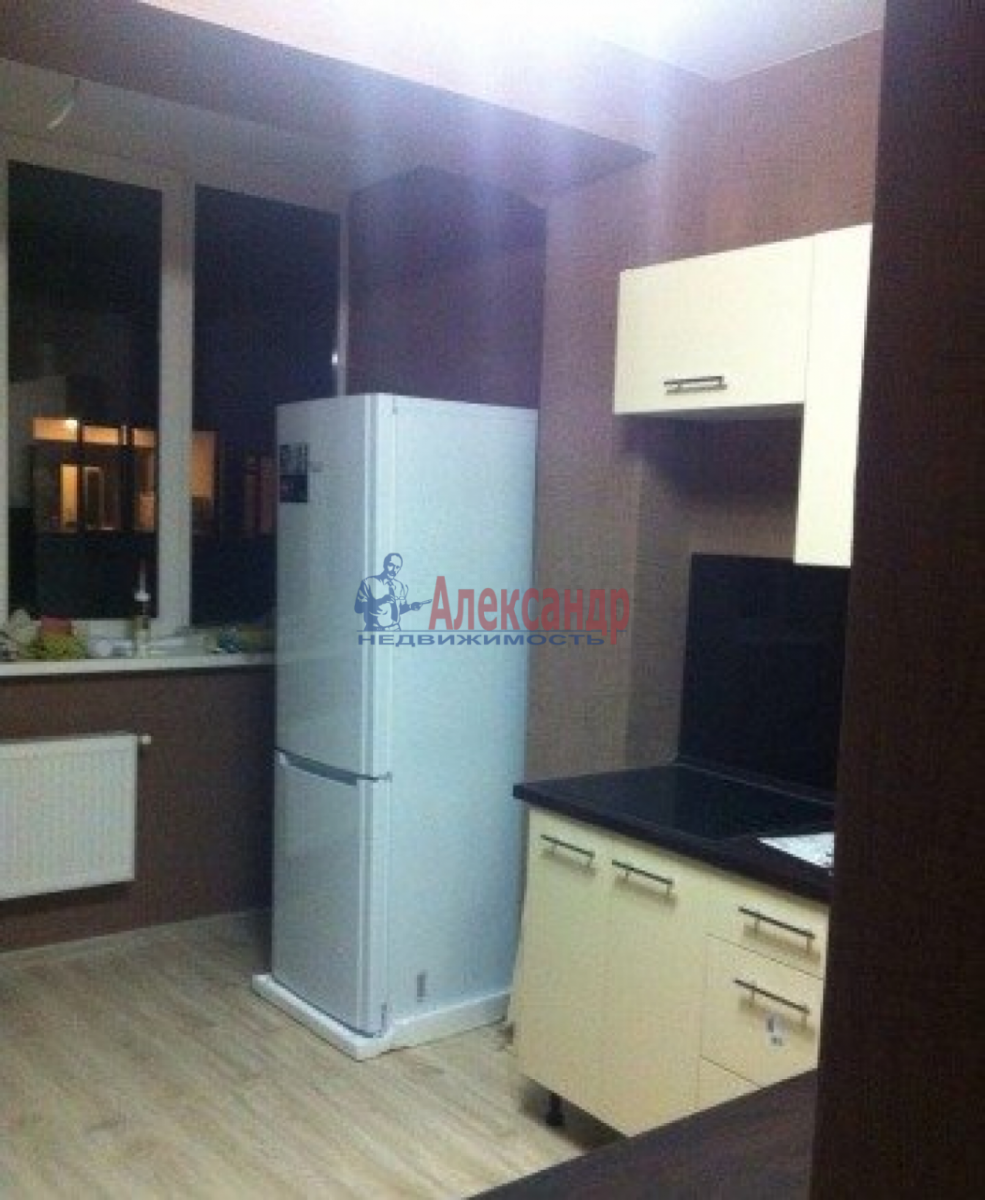 Комната в 4-комнатной квартире (90м2) в аренду по адресу Седова ул., 24— фото 1 из 3
