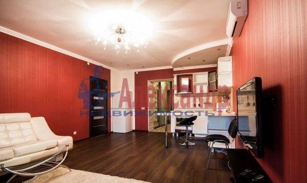 2-комнатная квартира (70м2) в аренду по адресу Большевиков пр., 7— фото 3 из 10