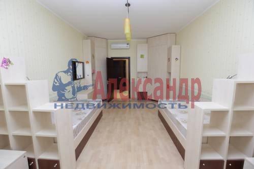 3-комнатная квартира (92м2) в аренду по адресу Бутлерова ул., 40— фото 2 из 8