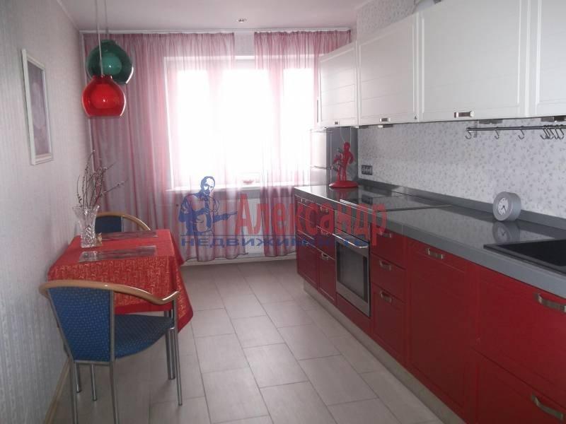 3-комнатная квартира (100м2) в аренду по адресу Космонавтов просп., 61— фото 1 из 10