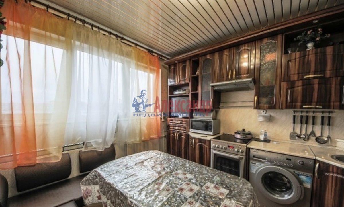 3-комнатная квартира (70м2) в аренду по адресу Композиторов ул., 24— фото 5 из 7