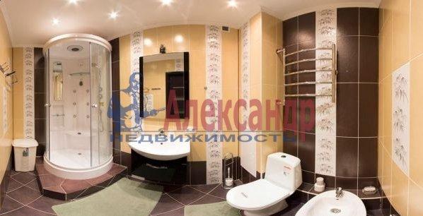2-комнатная квартира (70м2) в аренду по адресу Большевиков пр., 7— фото 8 из 10