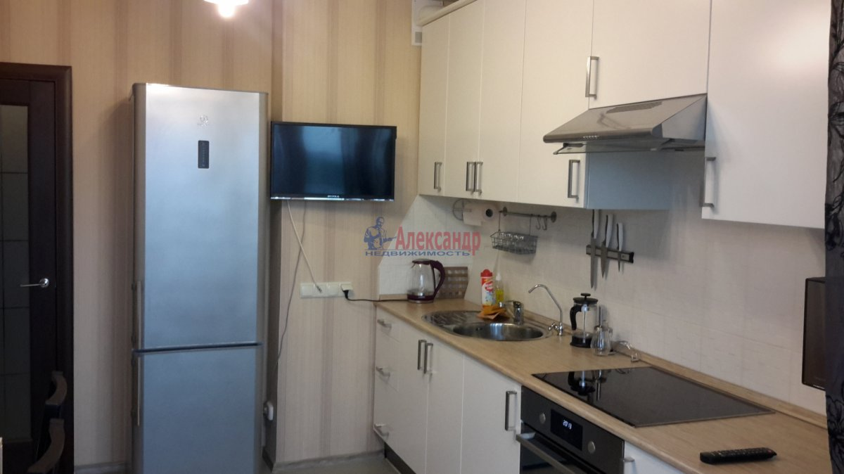 1-комнатная квартира (43м2) в аренду по адресу Белградская ул., 26— фото 1 из 14