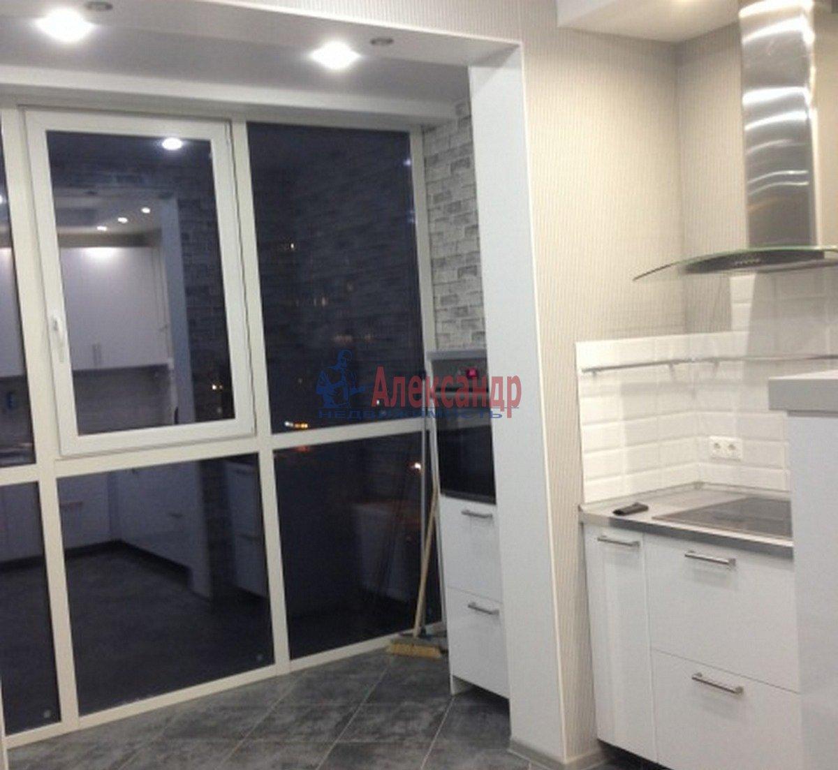 1-комнатная квартира (40м2) в аренду по адресу Адмирала Коновалова ул., 2— фото 2 из 9