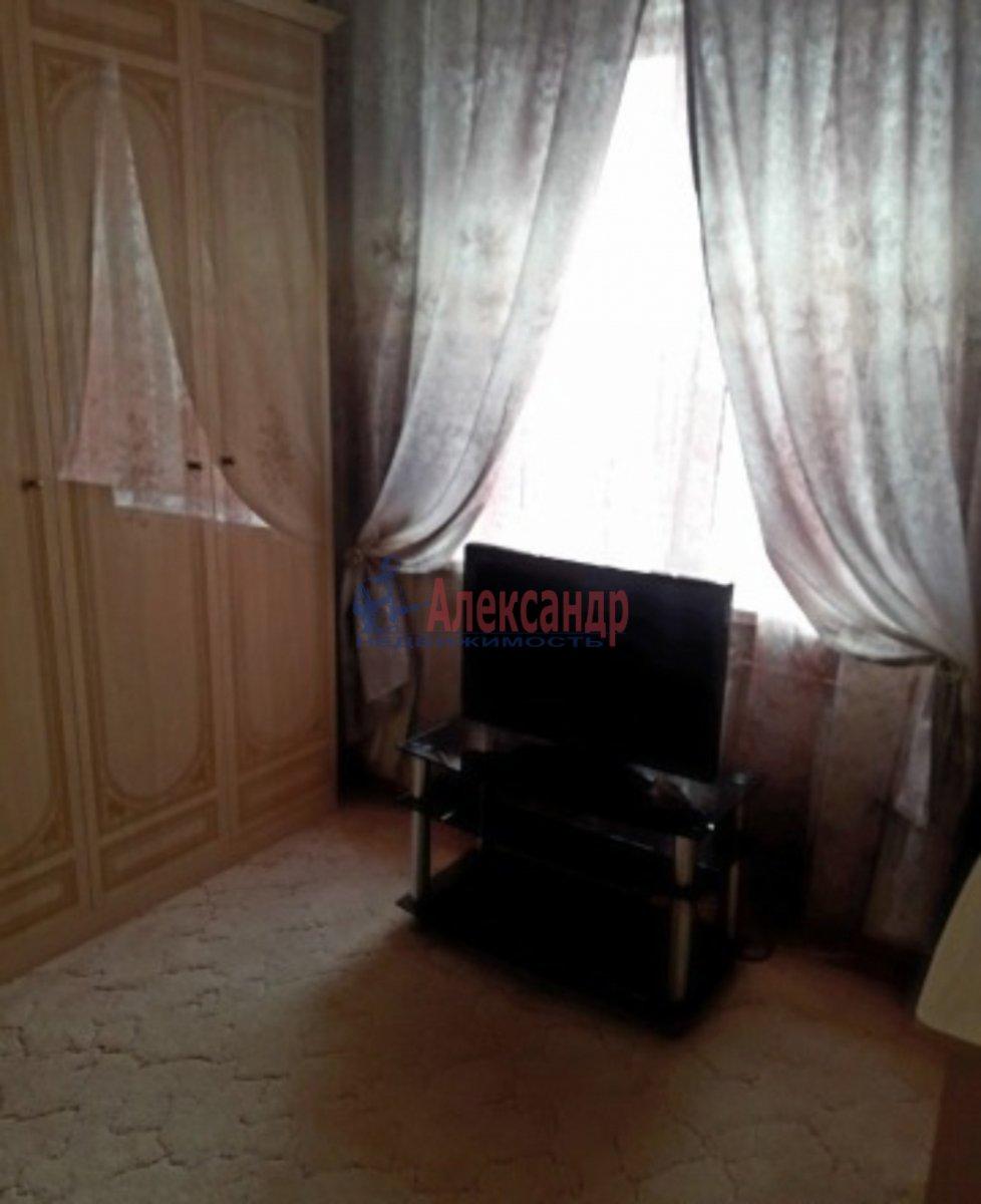 1-комнатная квартира (42м2) в аренду по адресу Дрезденская ул., 21— фото 2 из 3
