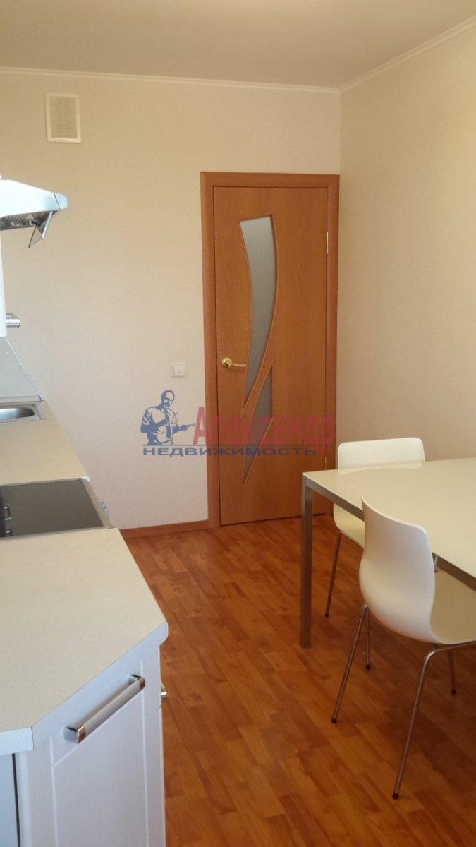 1-комнатная квартира (38м2) в аренду по адресу Брянцева ул., 7— фото 4 из 17