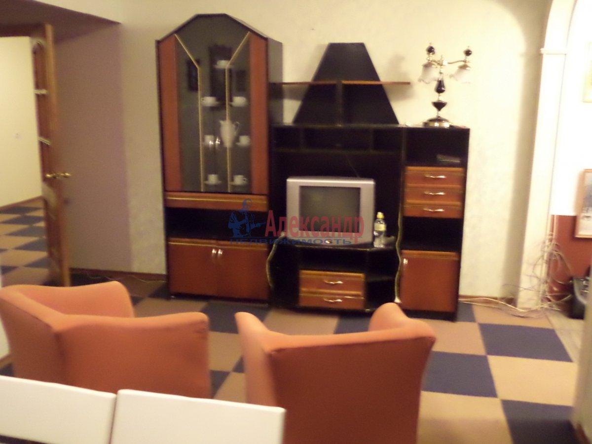 3-комнатная квартира (65м2) в аренду по адресу Белы Куна ул., 6— фото 1 из 11
