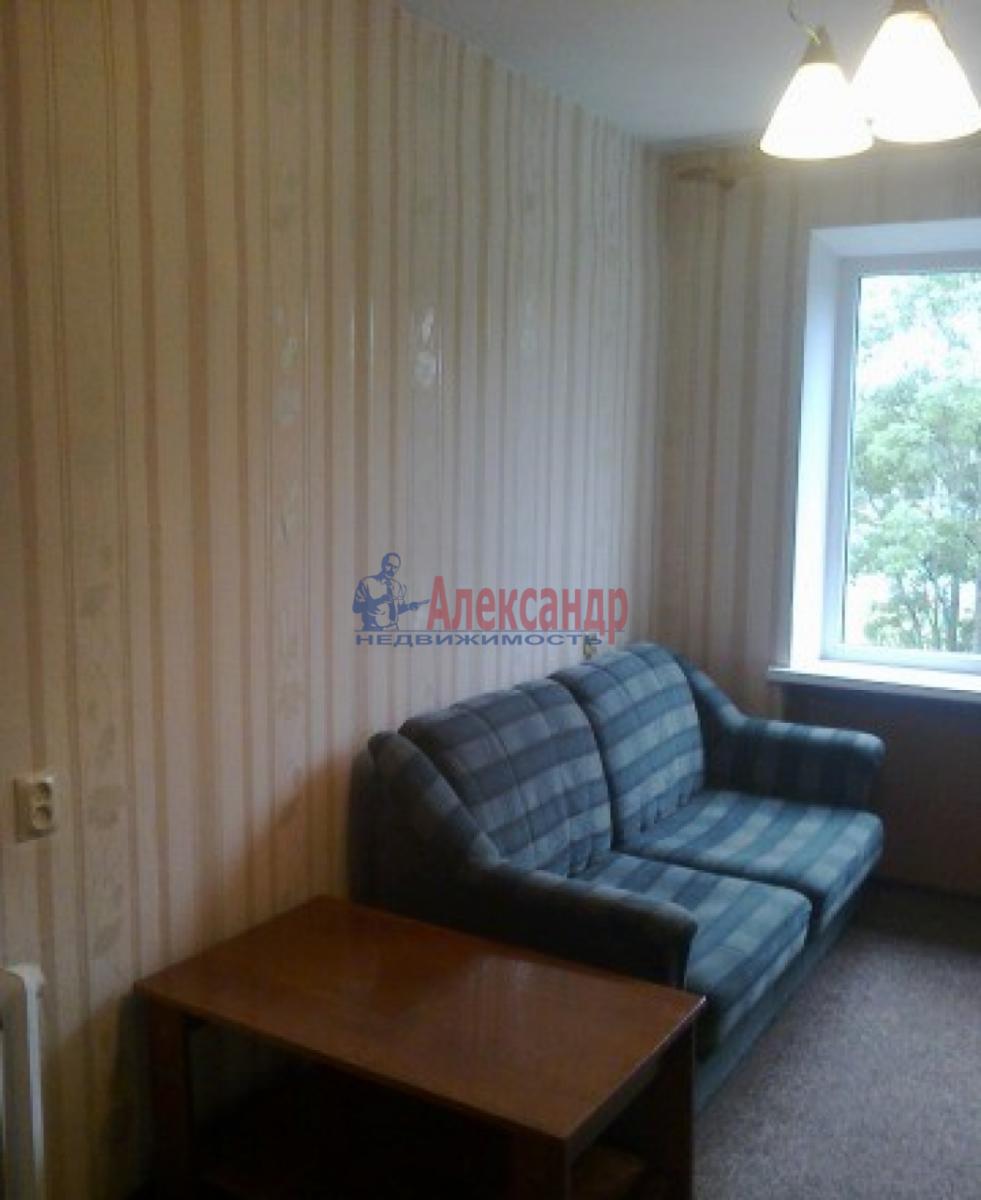 Комната в 3-комнатной квартире (68м2) в аренду по адресу Авиационная ул., 18— фото 1 из 3