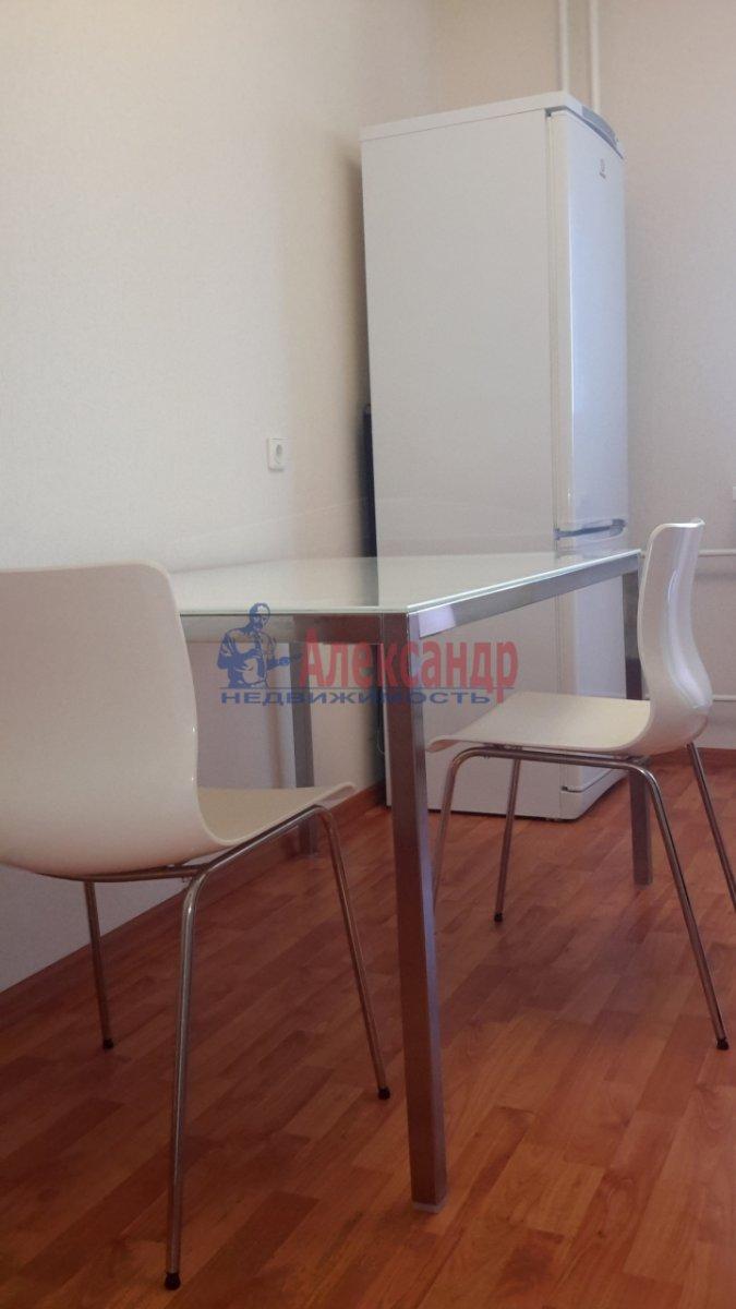 1-комнатная квартира (38м2) в аренду по адресу Брянцева ул., 7— фото 6 из 17