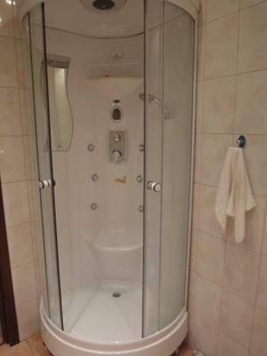 2-комнатная квартира (75м2) в аренду по адресу Беринга ул., 25— фото 2 из 3