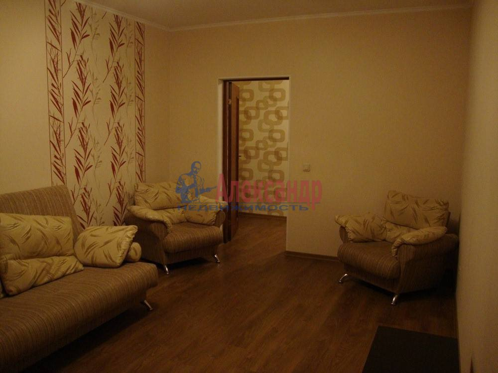 2-комнатная квартира (61м2) в аренду по адресу Солдата Корзуна ул., 4— фото 2 из 8