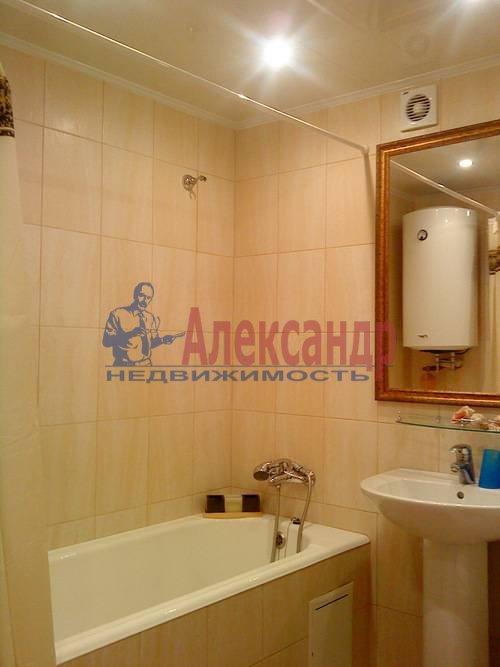 2-комнатная квартира (75м2) в аренду по адресу Стачек пр., 92— фото 2 из 5