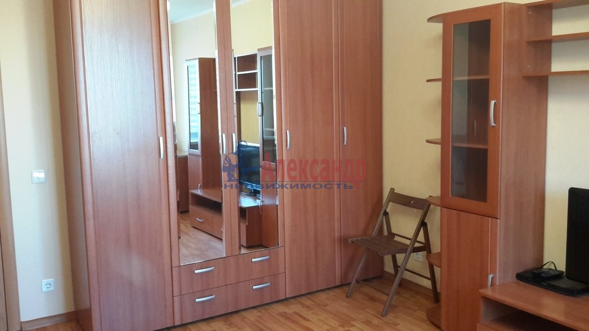 1-комнатная квартира (38м2) в аренду по адресу Брянцева ул., 7— фото 2 из 17